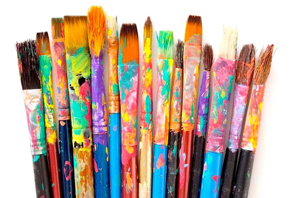 Imatge de pinzells tacats de pintura