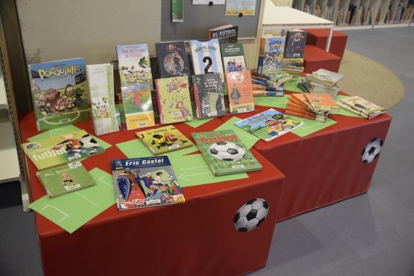 Fotografia de'exposició de llibres infantils de futbol