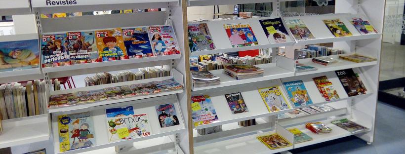 Imatge de la secció de revistes de la sala infantil