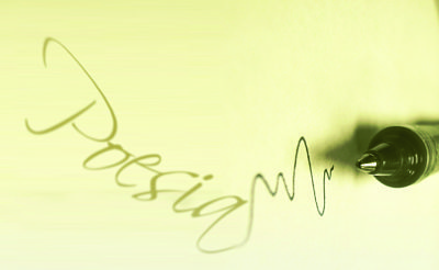 Imatge de la paraula poesia i la punta d'un bolígraf