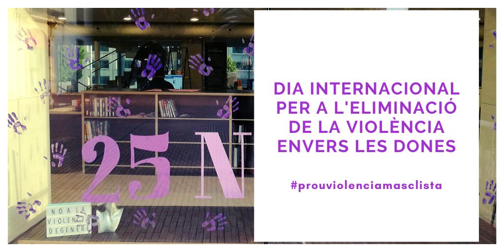 Imatge de l'aparador de la biblioteca dedicat al Dia Internacional per a l'eliminació de la violència envers les dones