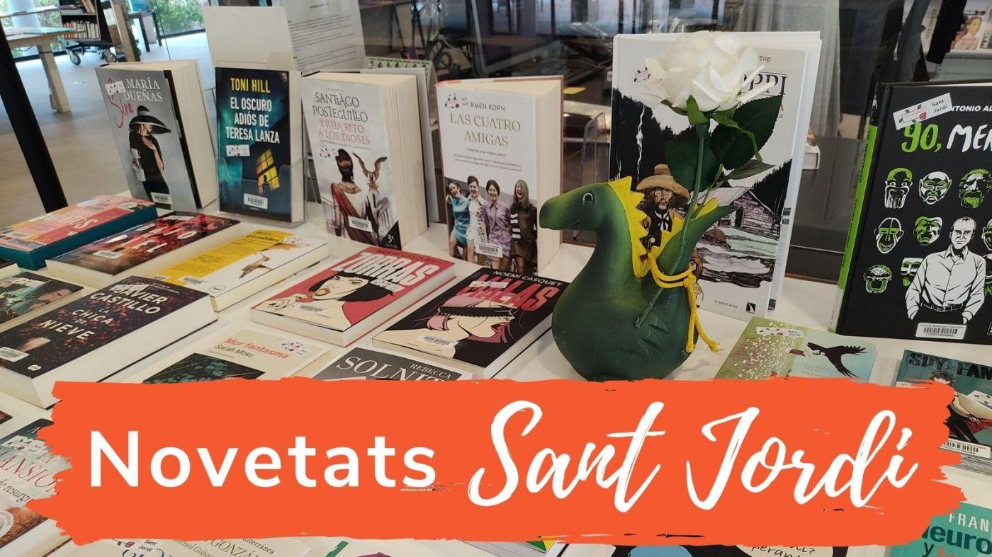 """Imatge d'una taula amb diversos llibres i el text """"Novetats Sant Jordi"""""""